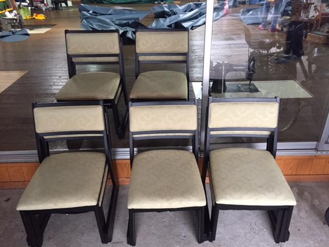大分県臼杵市、料亭 山田屋様の椅子を張替えさせていただきました。
