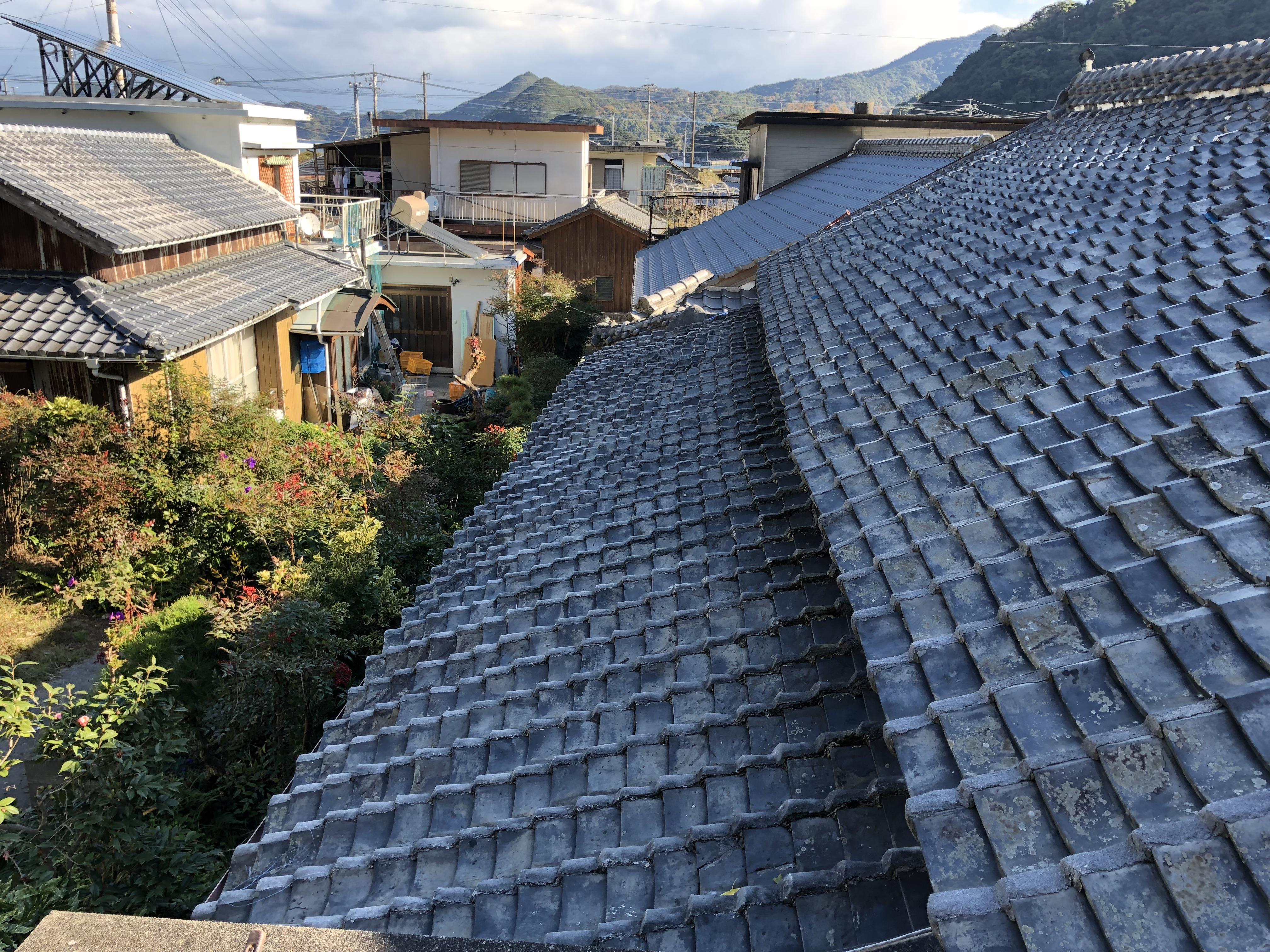 大分県津久見市 屋根の雨漏り防止用テントを施工致しました。