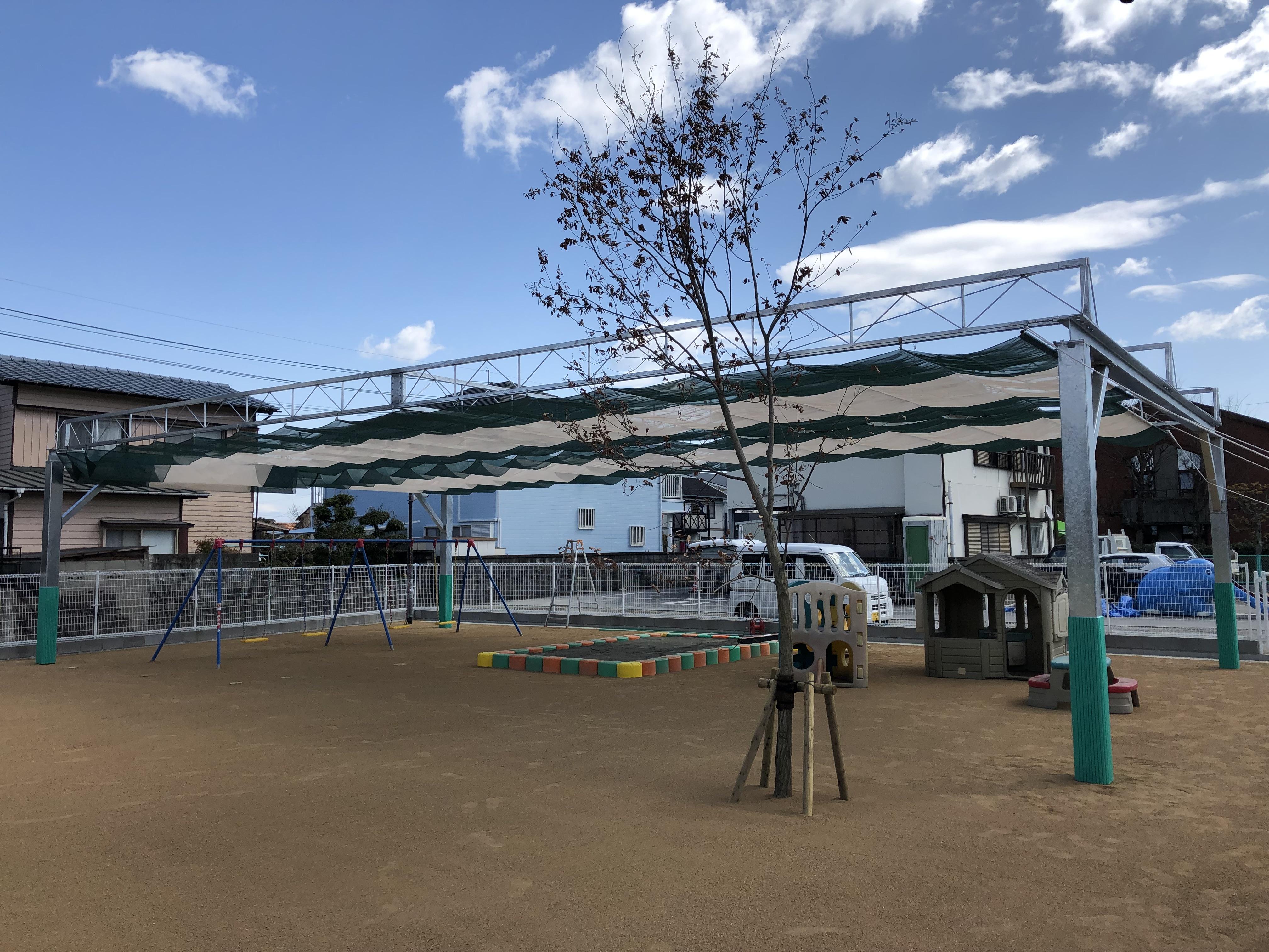 大分県佐伯市 みなみ保育園様 開閉式日除け天幕(テント)を施工させていただきました。