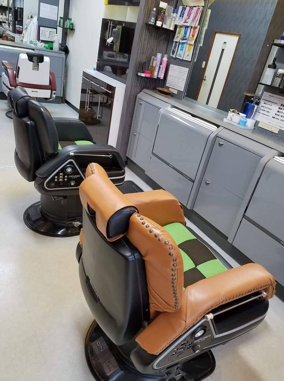 大分県臼杵市 銀座調髪所様 バーバー椅子のレザー張替を行いました。