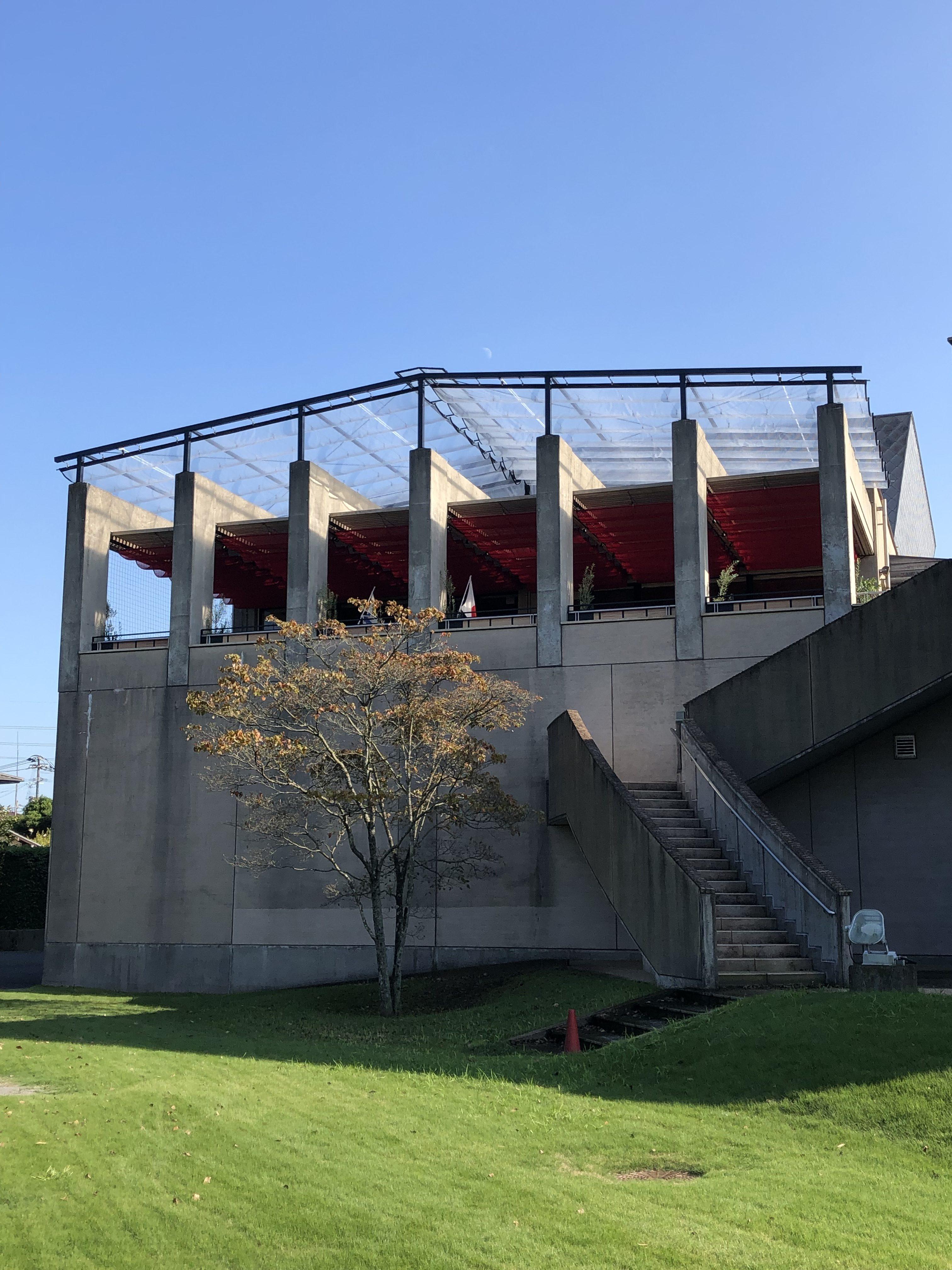 大分市美術館 いろのわ様 開閉式雨避け天幕を施工させていただきました。