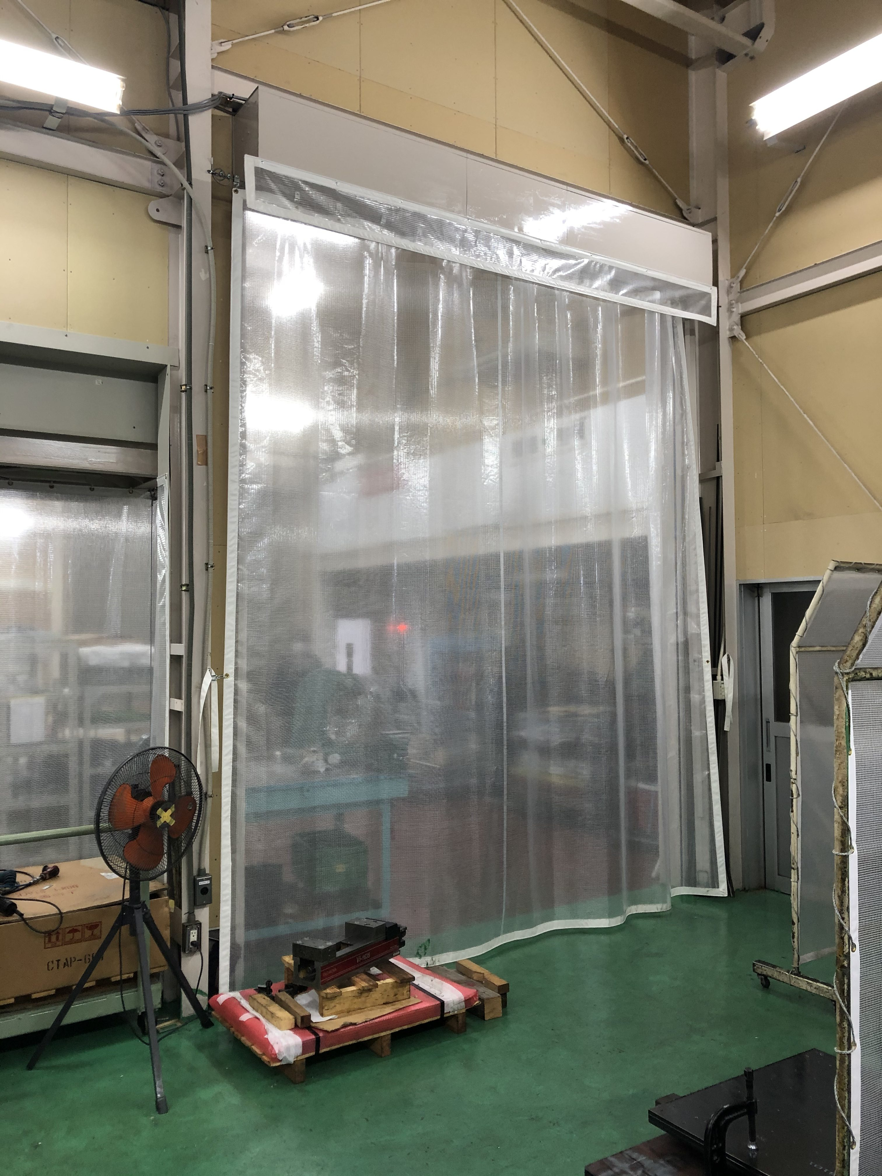 大分県臼杵市 工場内の間仕切り及びカーテン等施工させていただきました。