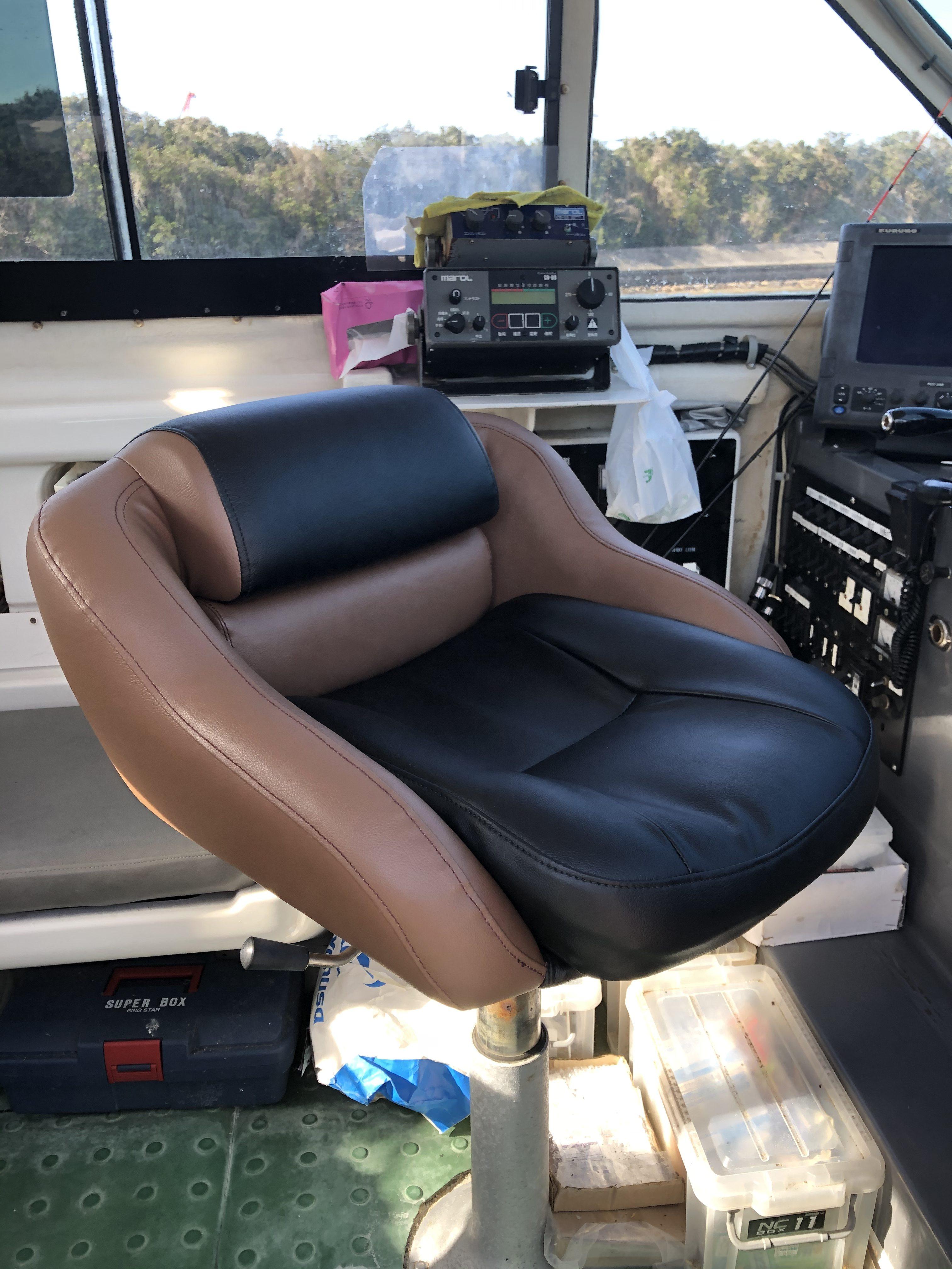大分県 船舶用の操舵席を張替え致しました。